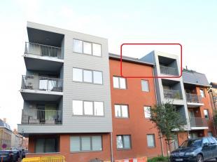 Nieuwbouwappartement gelegen op de derde verdieping. Er zijn 2 slaapkamers, ondergrondse garage en terras gelegen te Ieper. Gunstig in verbruik. Het a