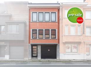 Verzorgde woning met grote garage, leuke tuin en polyvalente ruimte achteraan. Mogelijkheid tot opslag / magazijntje / hobbyruimte / praktijk<br /> De