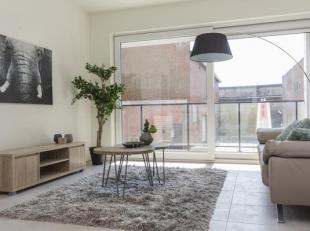 Prachtig nieuwbouwappartement met twee slaapkamers in het centrum van Wevelgem. <br /> Het appartement is als volgt ingedeeld: inkomhal, gastentoilet,