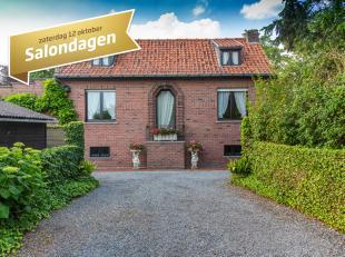 Op een grondoppervlakte van 3.000 m² vinden we deze open bebouwing  met 3 slaapkamers te koop. Gelegen in Kuurne met goede verbinding naar R8, Ko