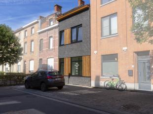 Op zoek naar een knappe architecturale stadswoning in centrum Kortrijk?  Bekijk dan zeker deze mooie eigendom met tuin in de Sint-Elisabethwijk!<br />