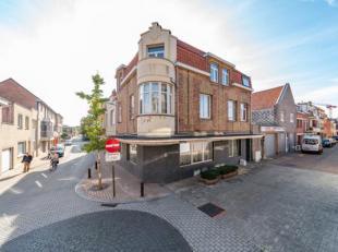 Goed onderhouden opbrengst eigendom te koop in het centrum van De Panne. Gelegen in de Kasteelstraat, op wandelafstand van de Markt en Zeelaan. Het ge