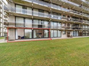 In de Residentie Ruytingen te De Panne vinden we dit, goed onderhouden, gelijkvloers appartement met twee slaapkamers te koop. Het appartement bevat e