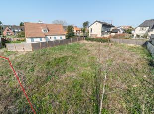 Rustig gelegen residentiële bouwgrond op tweede lijn met een totale oppervlakte van 667m².  Deze grond te koop is gelegen langs de Salvialaa