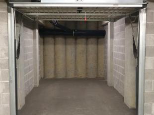 Garagebox te huur in centrum Brussel!<br /> Er kan een stadswagen worden geparkeerd.<br /> De afmetingen van de box zijn: 2,75 m x 5 m.