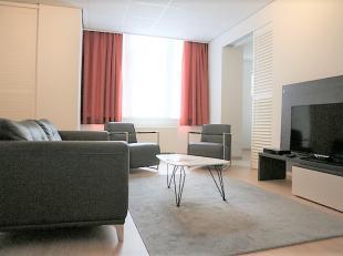 Ruim 2 slaapkamer appartement te koop in het centrum van Brussel. Gelegen op de derde verdieping, gezellige living met een open keuken (koelkast, vaat