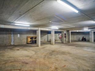 Ondergrondse staanplaats (-2.02) in residentie Newport in de Noordhinderstraat te Zeebrugge.  Toegankelijk voor kleine wagens, motorfietsen en fietsen