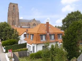 Charmante vrijstaande villa in cottage stijl te koop in 't centrum van Lissewege. In deze op te frissen villa met veel potentieel kunt u genieten van