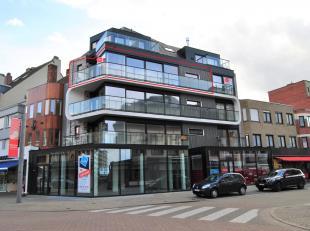 In het centrum van Sint-Idesbald vinden we dit luxueus nieuwbouwappartement met 1 slaapkamer te huur. Gelegen onmiddellijk nabij winkels, horeca, open