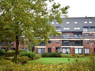Gezellig en ruim duplex-appartement te huur in Brugge met 2 slaapkamers, garage en zonnig terras met open zicht. Het appartement biedt u een toplocati