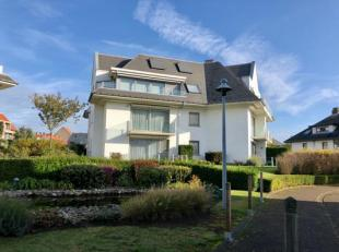 Gemeubeld 1-slaapkamer appartement met terras gelegen in de Warande te Middelkerke op wandelafstand van de zee.<br /> Indeling: inkom, living met open