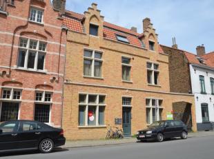 Charmant gelijkvloers appartement met veel lichtinval te huur op goeie locatie in centrum Brugge. Het appartement is voorzien van een ruime, lichtrijk