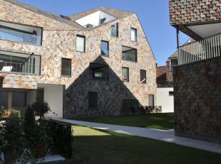 Ruim (196.2m²) duplex appartement gelegen in de nieuwbouwresidentie Gouden Boom, op wandelafstand van de Burg en de Markt van Brugge. Vlakbij win