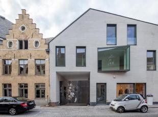 Ruim (156,00m²) appartement gelegen in de nieuwbouwresidentie Gouden Boom, op wandelafstand van de Burg en de Markt van Brugge. Vlakbij winkels e