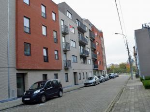 Instapklaar appartement met 2 slaapkamers, balkon en staanplaats op wandelafstand van het centrum van Roeselare.<br /> Het appartement heeft volgende