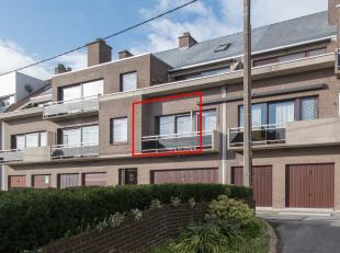 Appartement met één slaapkamer gelegen op de eerste verdieping van de Residentie Westhelling, Duinenweg 382 te Middelkerke. Dit appartem