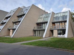 Ruime penthouse (160m²) met 3 slaapkamers en terras nabij Brugge.<br /> Indeling: <br /> 3°V.: Inkomhal met toilet en vestiaire - leefruimte