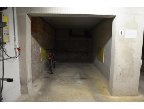 Garage te huur in Brugge, € 77
