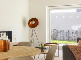 Leuke, frisse woning met aandacht voor veel lichtinval doorheen de woning. Mooie doordachte ruimtes op een centrale ligging.  Alle voorzieningen zijn