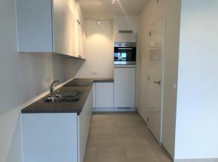 Het appartement bestaat uit een ruime inkomhal. Lichtrijke leefruimte met open ingerichte keuken met alle toestellen. Berging, 2 ruime slaapkamers, ba
