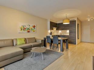 Prachtig 1 slaapkamer appartement in een recent gebouw, gelegen op de hoek van de Emile Jacqmainlaan & de Kruidtuinlaan. Het appartement bestaat u