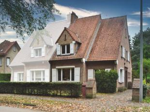 Huis te koop, gelegen in Sint-Andries, nabij Brugge.<br /> Woning bestaande uit een grote lichtrijke leefruimte , kelder, keuken, badkamer met douche/