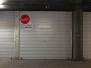 Garagebox n°15 gelegen in een afgesloten garagecomplex op de verdieping -1 vlakbij centrum Middelkerke. 5,65 m diep - 2,5 m breed.