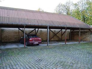 Carport met staanplaats (nr. 1) voor 1 wagen, in centrum Brugge vlakbij de ring. Afgesloten met elektrische poort.<br /> - Huurprijs:<br />  60,00