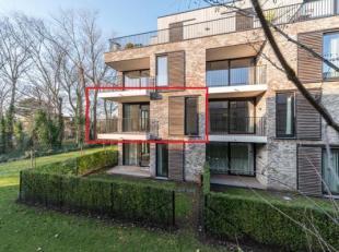 """Dit luxueus nieuwbouw assistentie-appartement met 2 slaapkamers is gelegen op de eerste verdieping in residentie """"La Vigie"""" te Koksijde. <br /> Naast"""