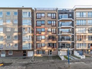In de Sint-Idesbaldusstraat te Koksijde vinden we dit goed onderhouden appartement met 2 slaapkamers te koop. Het appartement is gelegen op slechts en