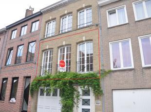 Dit gezellig appartement met 2 slaapkamers, groot zonneterras en staanplaats is gelegen in de Sulferbergstraat in het centrum van Brugge. Het appartem
