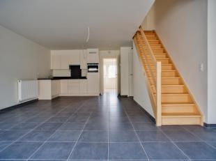 Ruim duplex appartement in het hartje van Blankenberge, op wandelafstand van het station, maar ook van de winkels en het strand. De duplex beschikt ov
