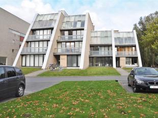 Appartement op 2°V. met 2 slaapkamers, terras en prachtig zicht.<br /> Indeling:<br /> 2°V.: Inkomhal met afzonderlijk toilet - living met toe