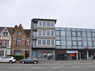 Appartement met 2 slaapkamers te Sint-Andries. Gelegen vlakbij Expressweg en met vlotte verbinding naar E40 en E403.<br /> Indeling:<br /> 2°V.: I
