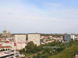 Lappartement de 64m² est situé dans le Rue Alphonse Vandenpeerenboom 162 à Molenbeek.<br /> Lappartement se compose dun salon avec