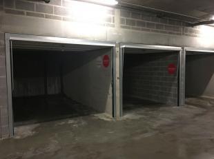 Goed gelegen garagebox (nr. 50) met automatische poort in het Theresianenhof (Ezelstraat) te Brugge.<br /> - Huurprijs: 100,00<br /> - Onmiddellijk be