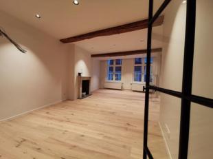 Charmant en karaktervol gerenoveerd appartement te huur met 2 slaapkamers in hartje Brugge. Het appartement is gerenoveerd met kwalitatieve materialen