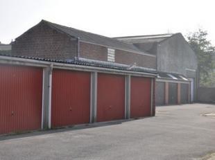 Garageboxen te koop op een steenworp van het centrum van Blankenberge.  De ruime garageboxen zijn gemakkelijk in-en uit te rijden.