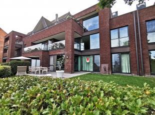 """Nieuwbouwappartement op het gelijkvloers met 2 slaapkamers, zonnig terras en garagebox. Residentie """"Isola Bella"""" is gelegen aan 't Stil-Ende, op de si"""