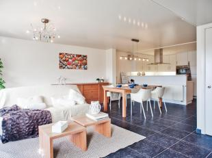 Dit instapklare appartement te koop beschikt over 2 slaapkamers en 2 badkamers en biedt u een mooi open zicht over de jachthaven van Blankenberge. Het
