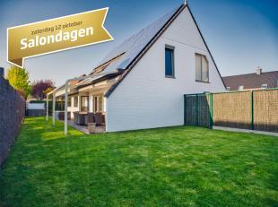 Deze villa te koop (°1992) is zeer energiezuinig en duurzaam afgewerkt en beschikt over 4 slaapkamers, ruime garage en carport en een zonnige tuin