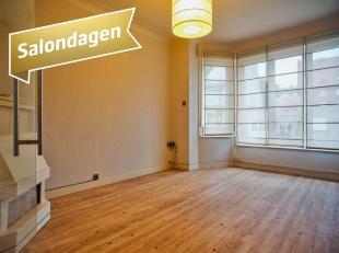 Dit appartement te koop, beschikt over 2 ruime slaapkamers en een klein terras, en is gelegen in een rustige straat, op wandelafstand van het centrum