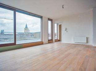 Ruim, verder af te werken penthouse appartement met adembenemend uitzicht op de Brugse binnenstad. Dit lichtrijk appartement te koop bevindt zich op d
