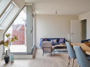 Ruim dakappartement (87m²) met 2 slaapkamers en terras, gelegen in het nieuwbouwproject Augustijnenhof te Brugge. Dit project komt op 700m van de