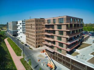 Zonnig nieuwbouwappartement te huur op fantastische locatie aan het station van Brugge, op een steenworp van het stadscentrum. Ook de verbindingswegen