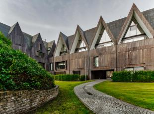 Dit gelijkvloers appartement te koop is gelegen in residentie 'De Wispeltuin', een oude kloostersite in centrum van Brugge. Rustig gelegen nabij Brugs