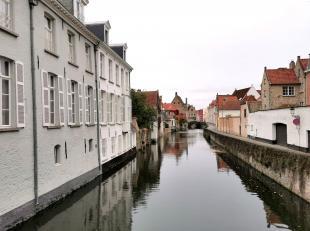 Nieuwbouw appartement te huur met 2 slaapkamers in een schitterende geklasseerde herenwoning in hartje Brugge. Het appartement is kwalitatief afgewerk