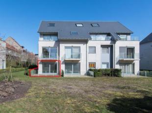 Ruim 1-slaapkamer gelijkvloers appartement met terras gelegen in de Warande te Middelkerke op wandelafstand van de zee en het centrum.<br /> Indeling: