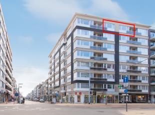 Instapklaar woonappartement te koop op unieke locatie in het centrum van Middelkerke, vlakbij de winkelstraat, dijk en de zee. Het appartement gelegen