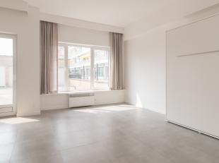 Gerenoveerde studio te koop in Middelkerke. . Deze studio is gelegen in de omgeving van winkels, Epernayplein en openbaar vervoer en bevindt zich op d